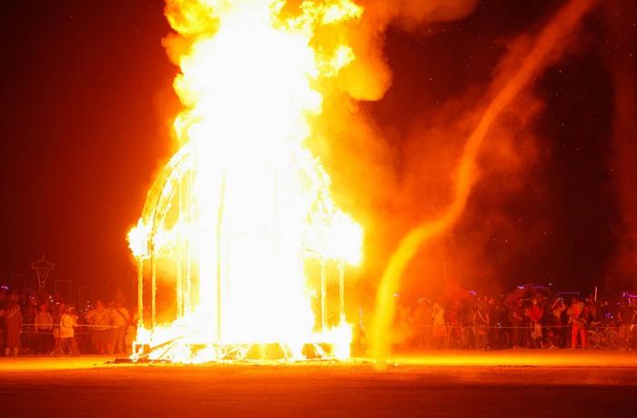 Лучшие фото фестиваля Burning Man 2012 34 (700x460, 58Kb)