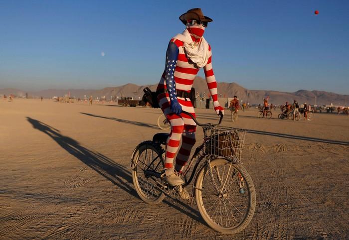 Лучшие фото фестиваля Burning Man 2012 47 (700x482, 98Kb)