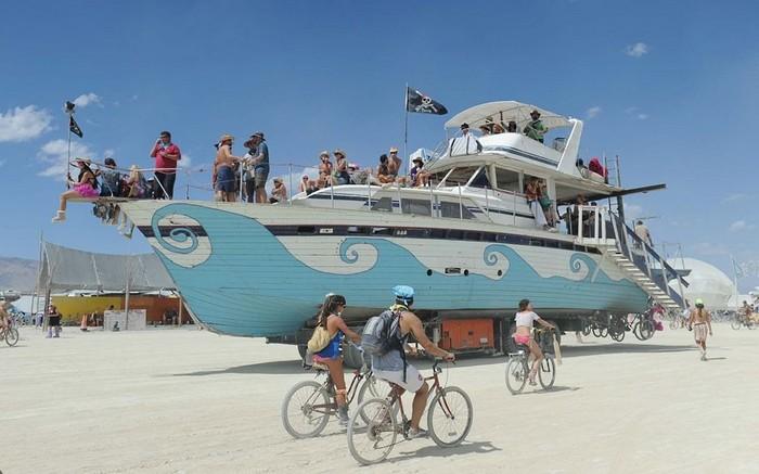 Лучшие фото фестиваля Burning Man 2012 55 (700x437, 75Kb)