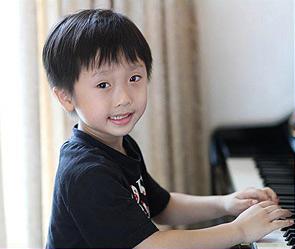 5-летний музыкант (295x249, 25Kb)