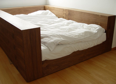 кровать из дерева,спальня,минимализм (496x358, 186Kb)
