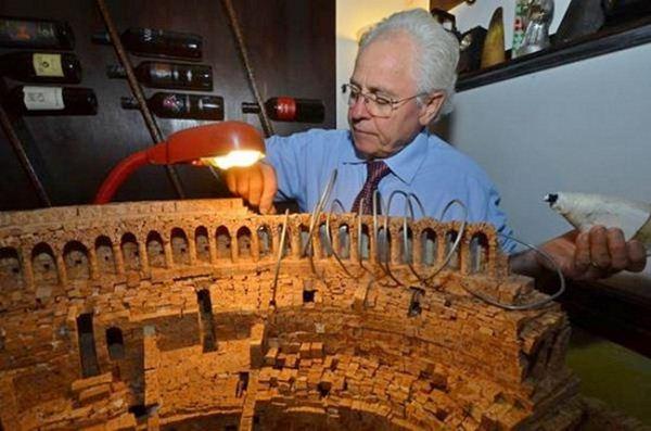Колизей из 10000 винных пробок
