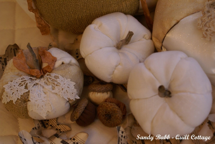 white linen pumpkins 1 (700x468, 212Kb)