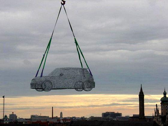 Копия автомобиля из 7000 гвоздей. Фотографии Mini Cooper S. Скульптура Александра Гайсслера
