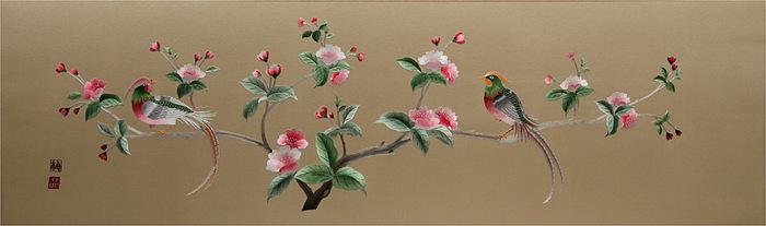 фазаны на цветущей яблоне