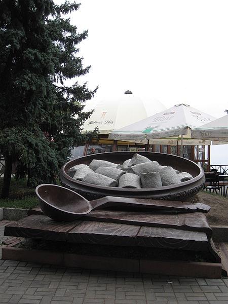 450px-Пам'ятник_галушці_в_Полтаві (450x600, 50Kb)