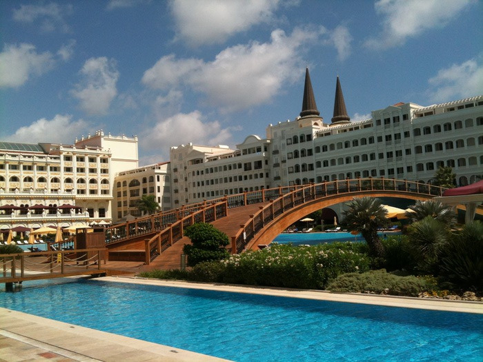В Турции разграбили семизвездочный отель Тельмана Исмаилова. Фото