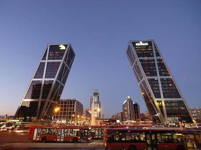 Plaza_de_Castilla_(Madrid)_06 (700x525, 54Kb)