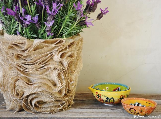 Как украсить пластиковый горшок для цветов своими руками