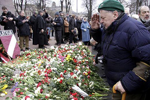 Латыши установили памятник эссесовцам