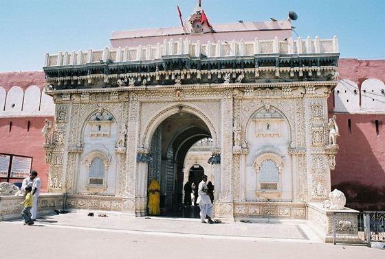 Храм Карни Мата, дом 20 тысяч крыс