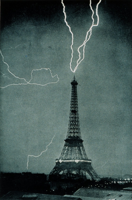 Lightning_striking_the_Eiffel_Tower_-_NOAA (462x700, 249Kb)
