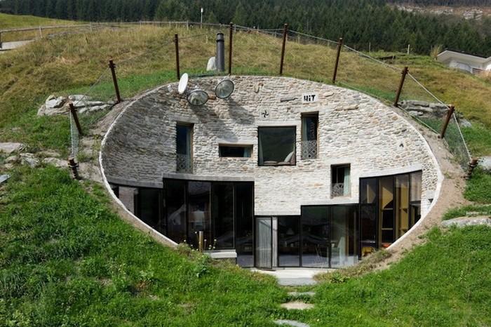 Швейцарская вилла внутри горного склона 1 (700x466, 129Kb)