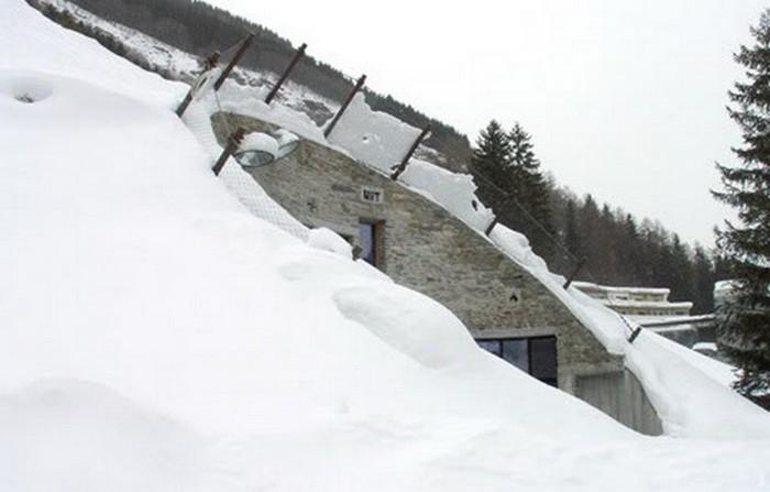 Швейцарская вилла внутри горного склона