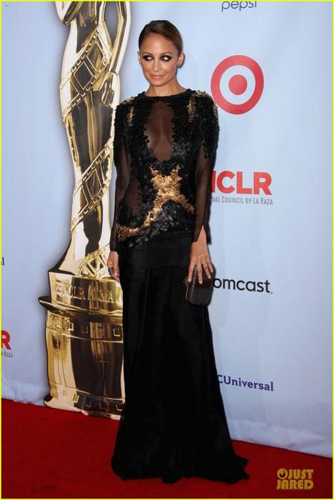 nicole-richie-jake-gyllenhaal-alma-awards-07 (468x700, 71Kb)