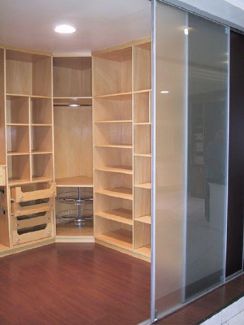 ...использующего в качестве основы для своей конструкции стены и пол помещения) шкаф был известен давно...