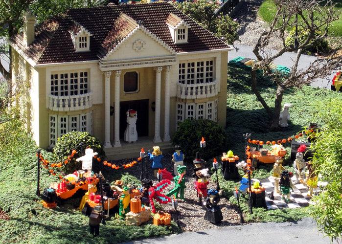 A-Lego-Halloween-party (700x499, 169Kb)