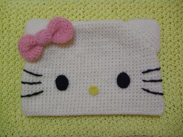 Вязанный комплект Hello Kitty: