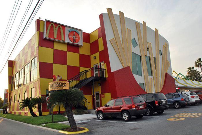 Самые необычные места для McDonalds 16 (700x469, 57Kb)