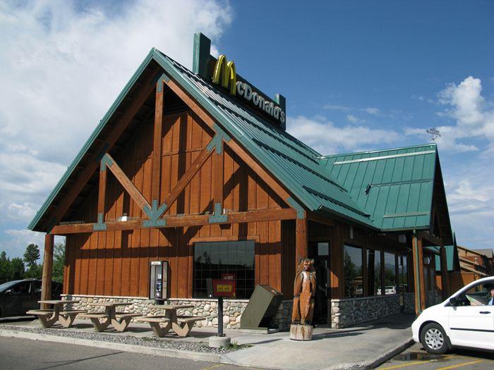 Самые необычные места для McDonalds 29 (700x525, 66Kb)