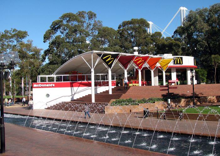 Самые необычные места для McDonalds 35 (700x498, 96Kb)