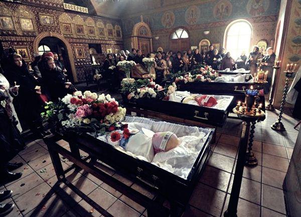Похороны детей, погибших в ДТП на Минской улице Фотография1 (600x433, 66Kb)