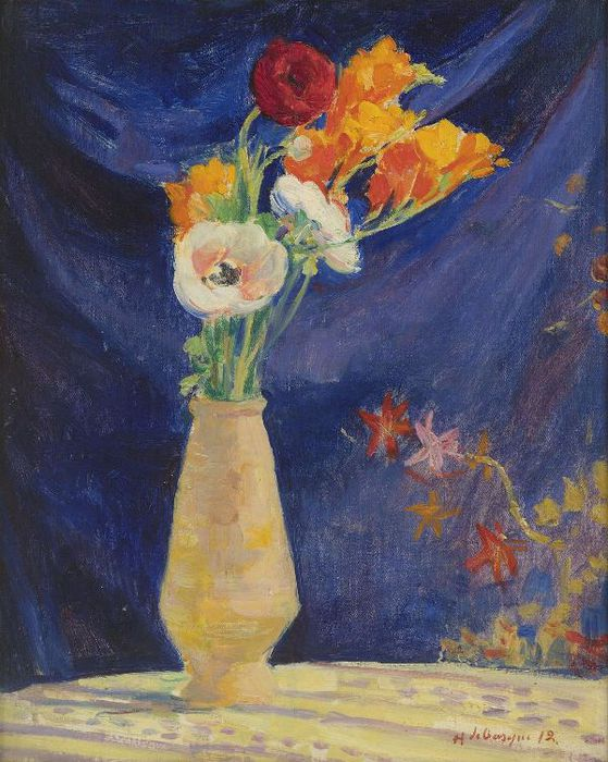 1343406696-779400-vase-of-anemones-in-front-of-blue-curtain-1912 (559x700, 82Kb)