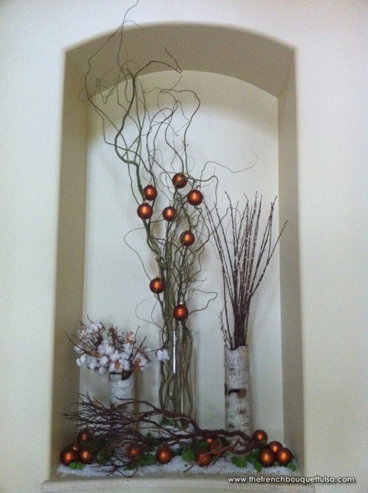 Christmas-Decor-of-White-Birch-Bark-Vases-Curly-Willow-Manzanita-Branches-Natural-Cotton-Tufts-and-Globe-Ornaments-The-French-Bouquet (522x700, 247Kb)