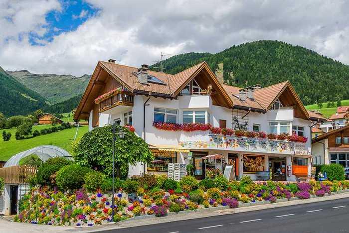 красивые домики в итальянской деревне 2 (700x468, 56Kb)