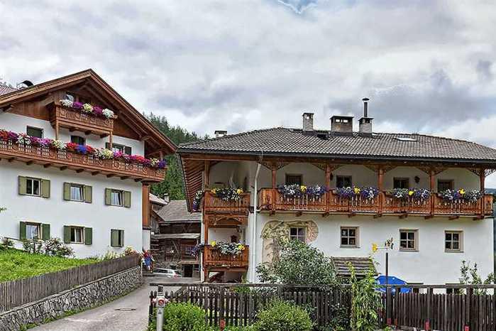 красивые домики в итальянской деревне 9 (700x466, 50Kb)