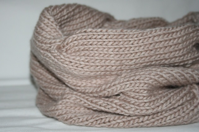 knitted-cowl-julianne-smith-view-9 (640x426, 72Kb)