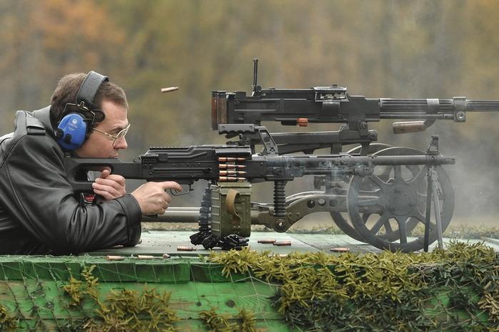 Медведев с пулеметом