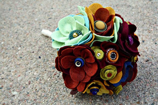 Цветы из войлока, фетра 3 (640x427, 223Kb)