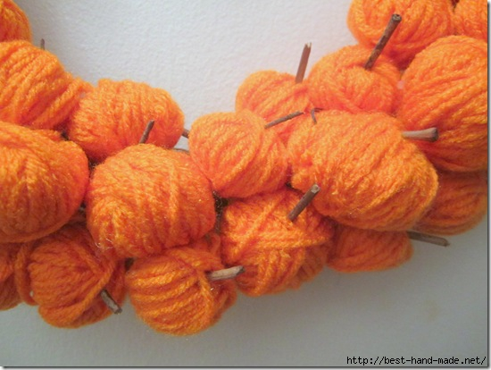 Pumpkins Made From Yarn {Krafty Kat}_thumb[1] (550x414, 126Kb)