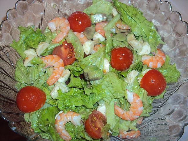Салат креветки авокадо перец болгарский