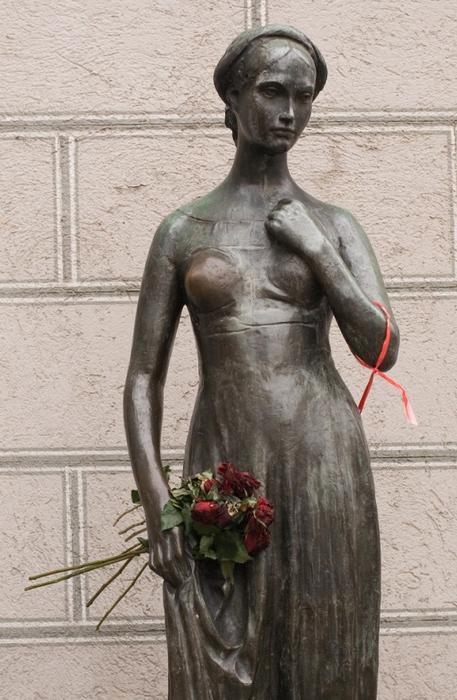 Памятник Джульетте в Вероне (457x700, 171Kb)