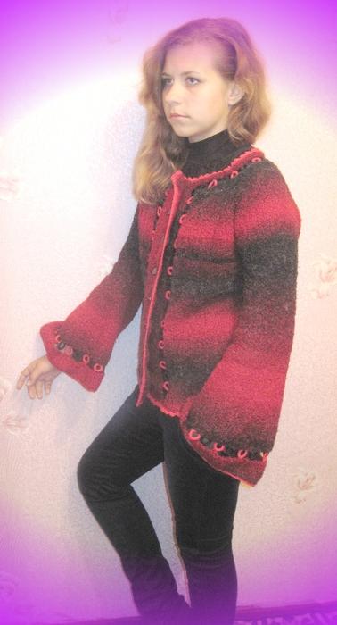 Красно черная кофта