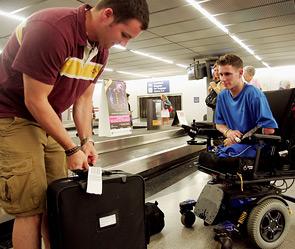 Инвалиды-колясочники - немцы не пустили в самолёт (295x249, 38Kb)