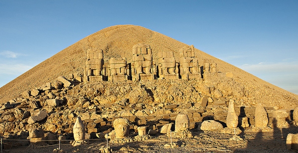 3925073_nemrut_turkey_1 (598x308, 205Kb)
