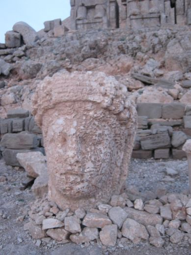 3925073_nemrut_dag_turkey_2 (389x518, 39Kb)