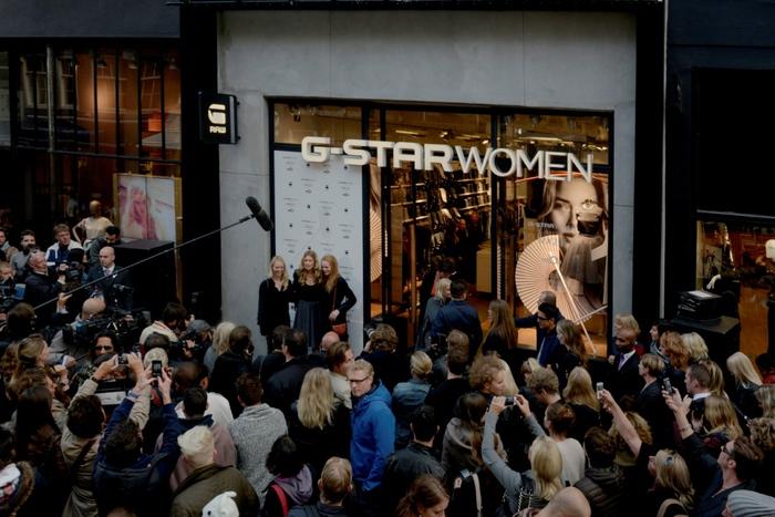 Doutzen Kroes at G-Star WMN store 08 (700x467, 167Kb)