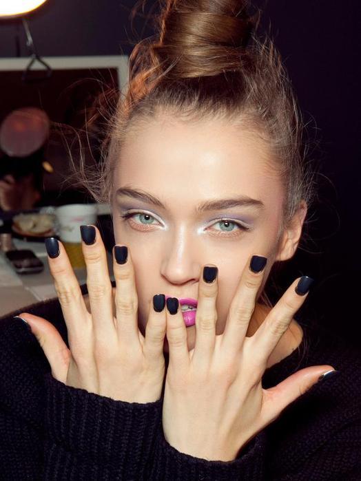 fall-2012-manicure-trends-L-y6Ldl0 (524x700, 45Kb)