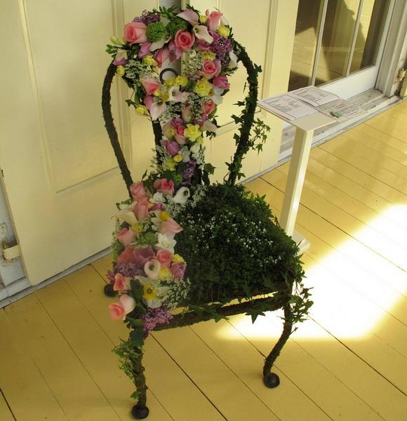 4497432_plantingflowersinchairs16 (580x600, 104Kb)