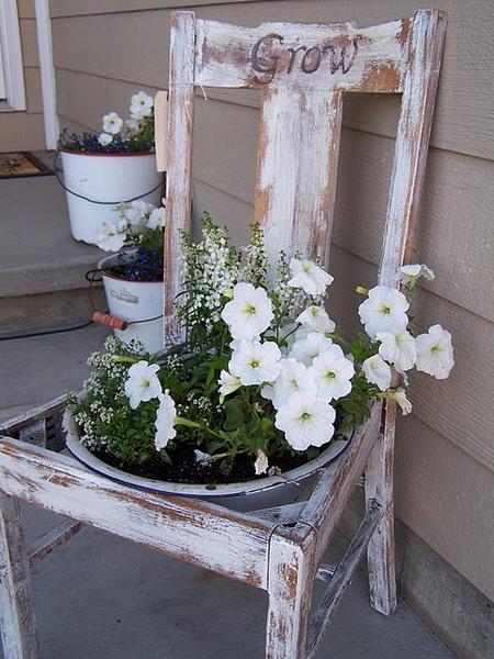4497432_plantingflowersinchairs26 (450x600, 108Kb)