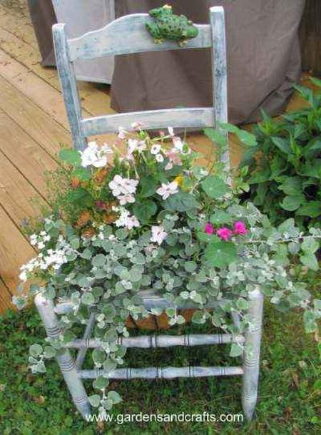 4497432_plantingflowersinchairs214 (450x610, 116Kb)