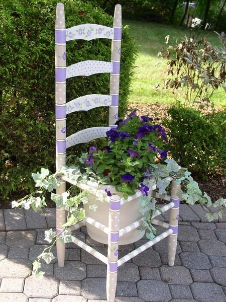 4497432_plantingflowersinchairscolorful5 (450x600, 137Kb)