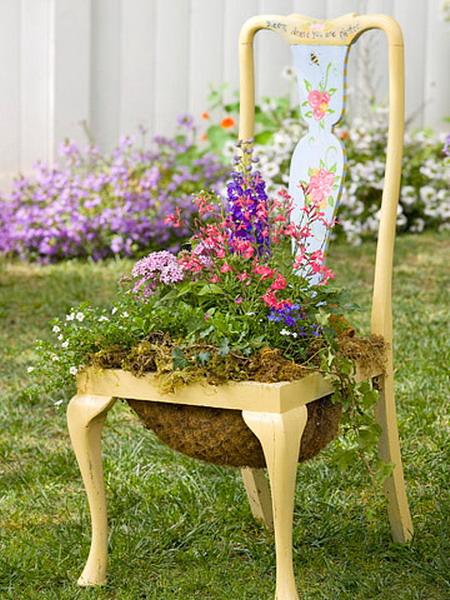 4497432_plantingflowersinchairscolorful12 (450x600, 115Kb)