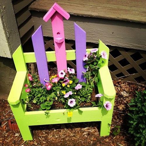 4497432_plantingflowersinchairs31 (500x500, 116Kb)
