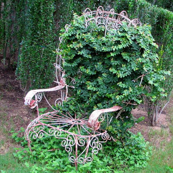 4497432_plantingflowersinchairs42 (600x600, 225Kb)