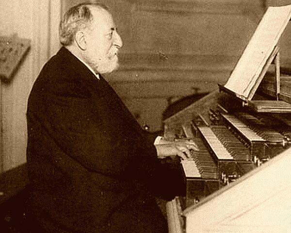 921Camille_Saint-Saens_playing_at_his_organ (600x480, 51Kb)